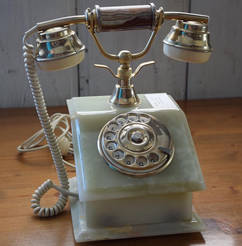 Telefoni antichi in onice