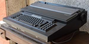 Macchina da scrivere Olivetti elettronica ET116