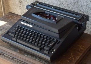 Macchina da scrivere Antares 8500C