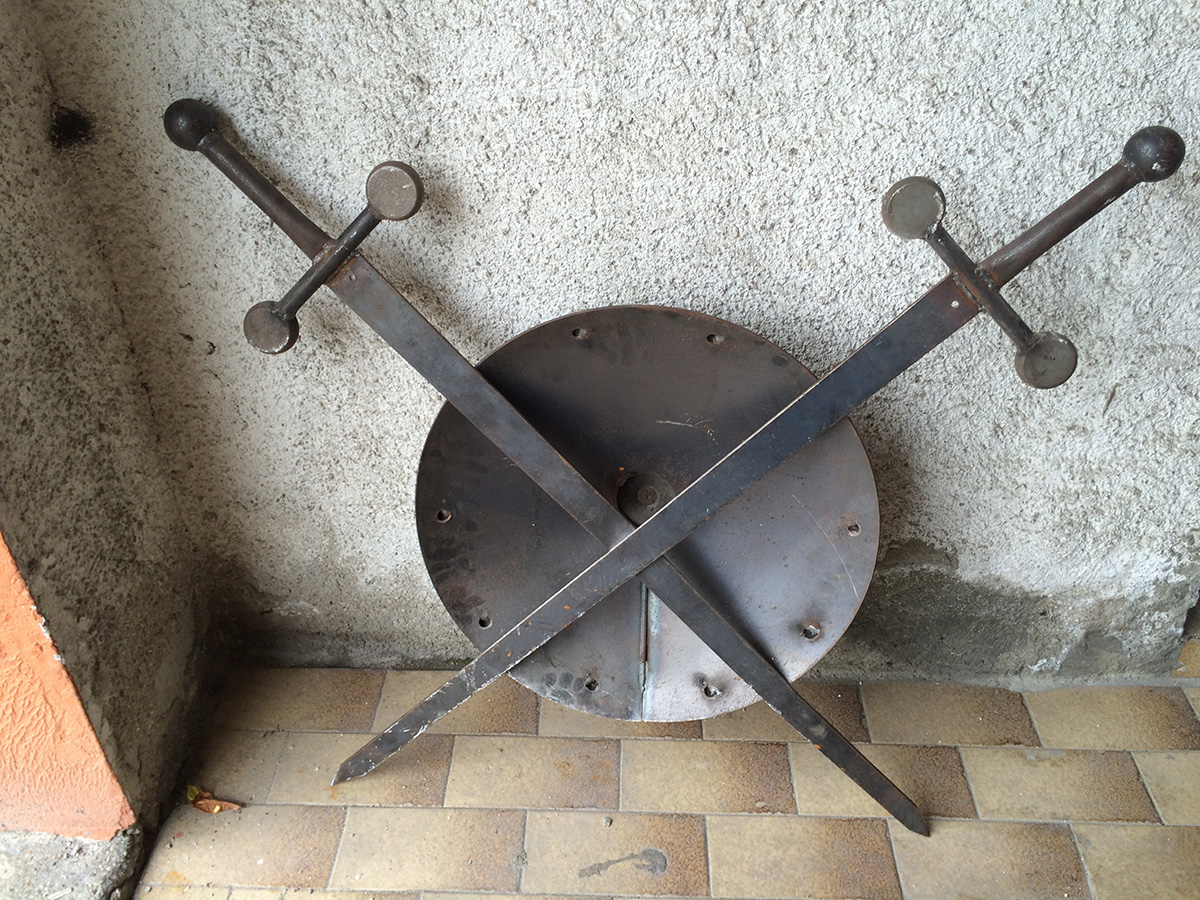 Scudo in ferro pesante